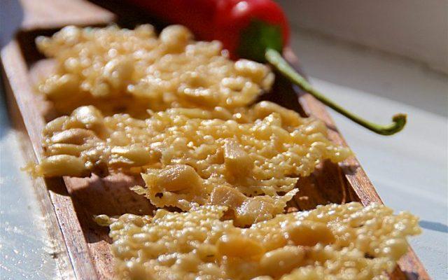 Tilltugg med parmesan och pinjenötter