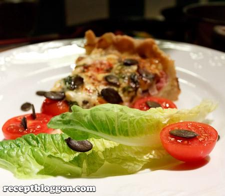 paj-med-julskinka-broccoli-tomatrodlok-ost-och-pumpakarnor-13581