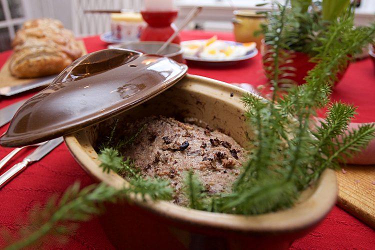 Paté med köttfärs,kantareller, enbär och konjak