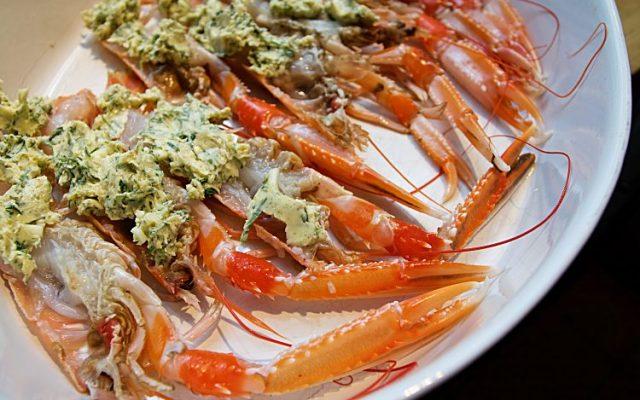 Gratinerade havskräftor från västkusten med vitlök, örtkryddor, smör och majonäs