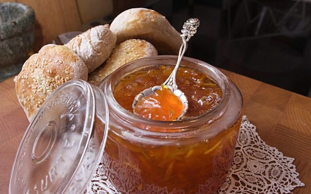 Bittersöt citrusmarmelad med grapefrukt, citron, lime och apelsin