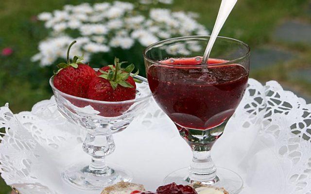 Jordgubbssylt av färska jordgubbar