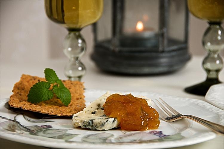 Roquefortost med fikonmarmelad och sött efterrättsvin