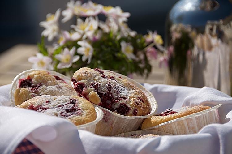 Stora muffins med hallon och vaniljsmak