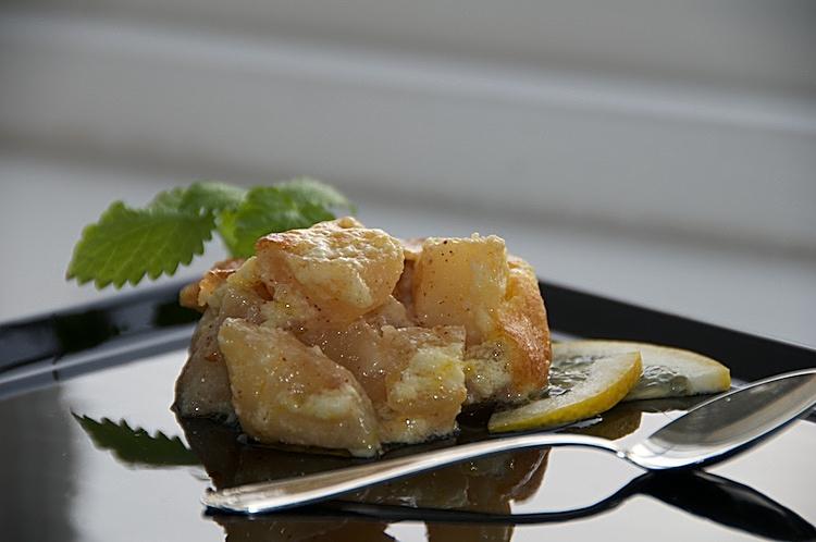 Skånsk äppelkaka med citron, kanel och marängsmet