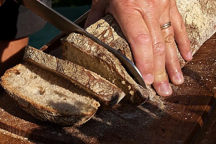 Enkelt bröd med seg knaprig skorpa