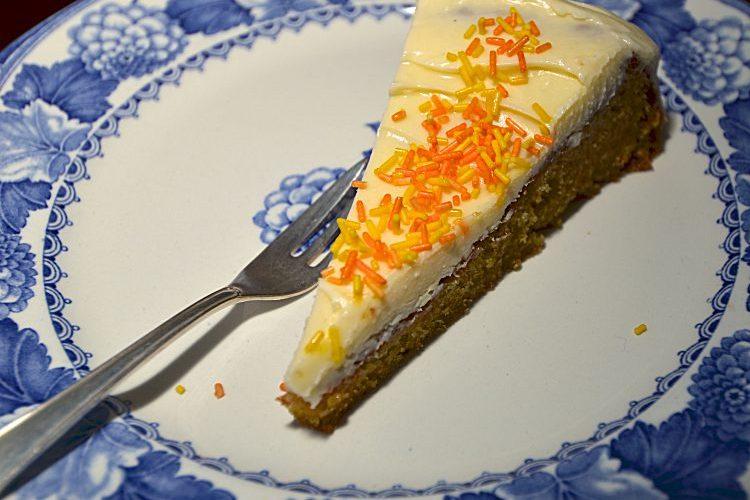 Morotstårta med glasyr
