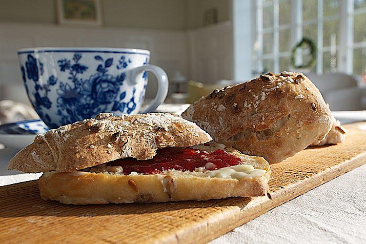 Enkla frukostbrödet med rågsikt och specialvetemjöl